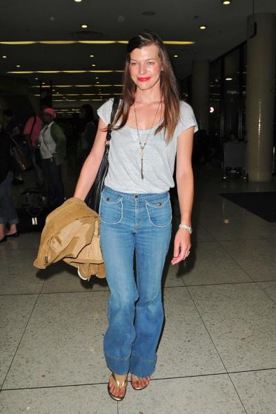 33998_Preppie_-_Milla_Jovovich_arrives_into_LAX_Airport_-_August_3_2009_558_122_8lo